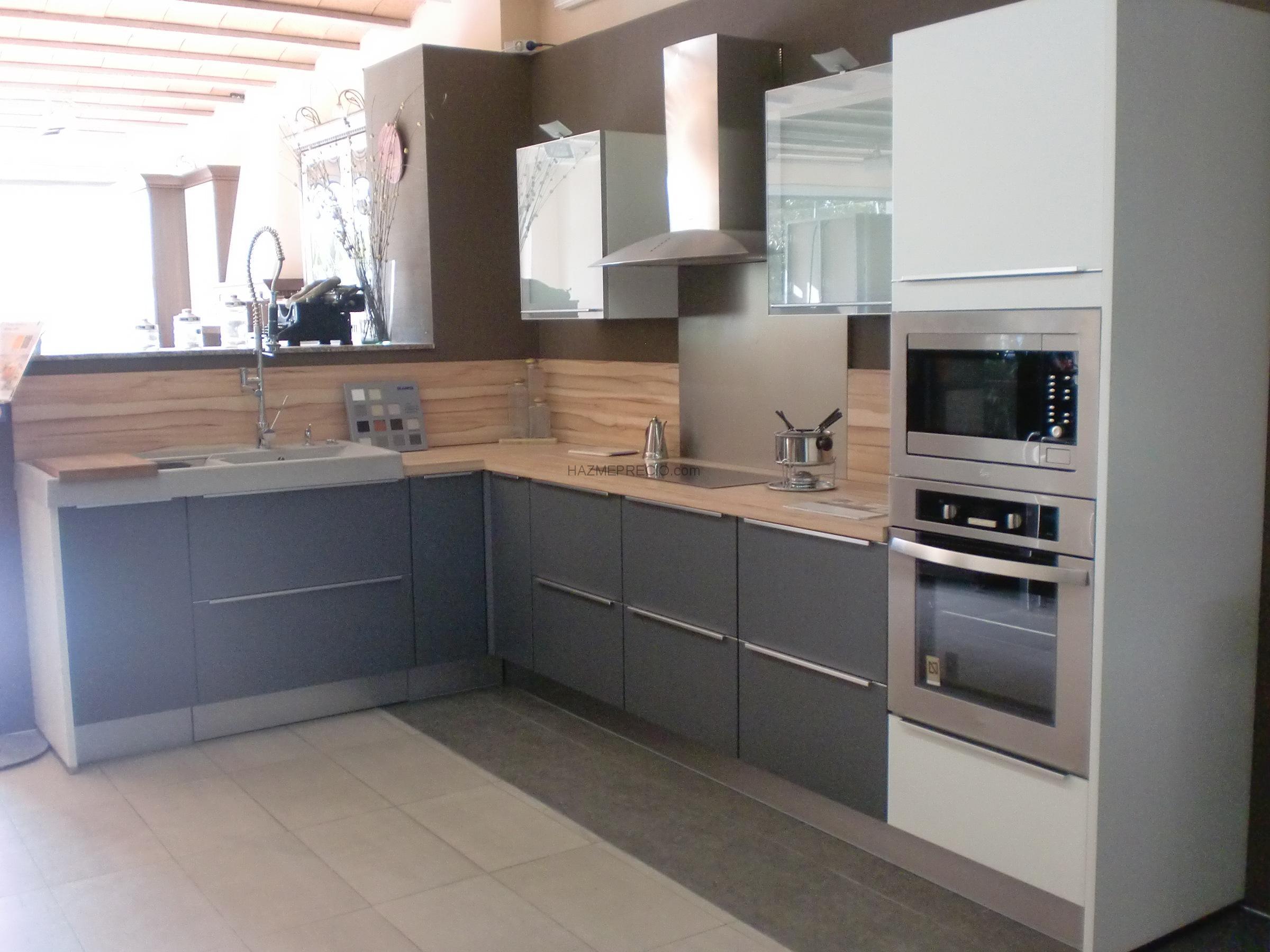 Empresas de electrodomesticos para cocinas en martorell for Cocinas modernas en gris y blanco