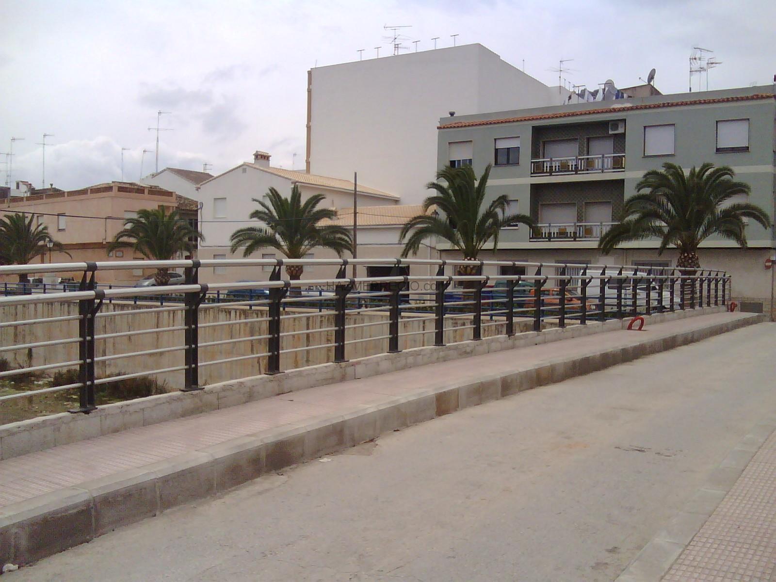 Barandales modernos herreria divendo casas genuardis for Escaleras de herreria