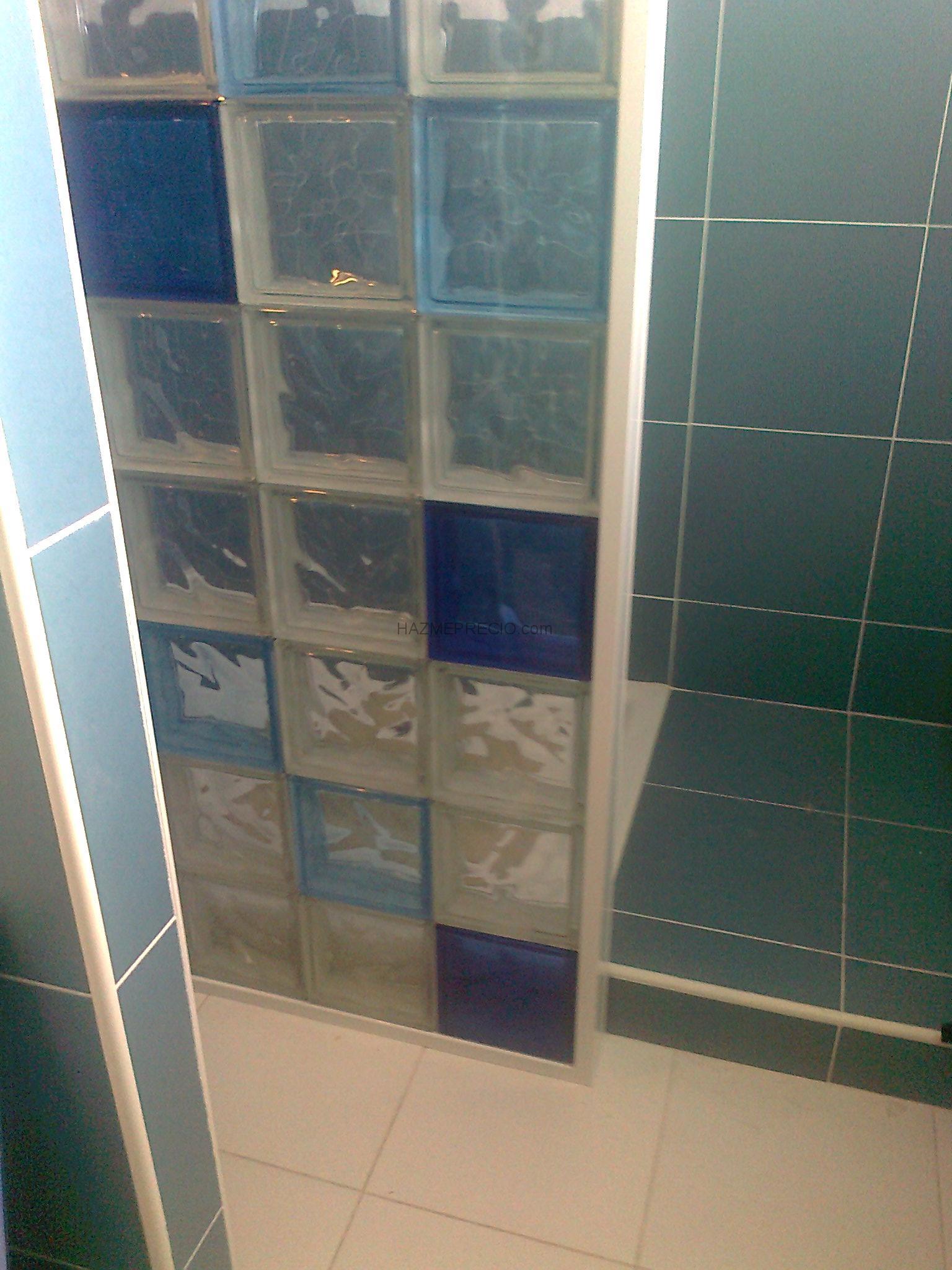 Baño General En Ducha:Detalle de ducha con mampara de paves