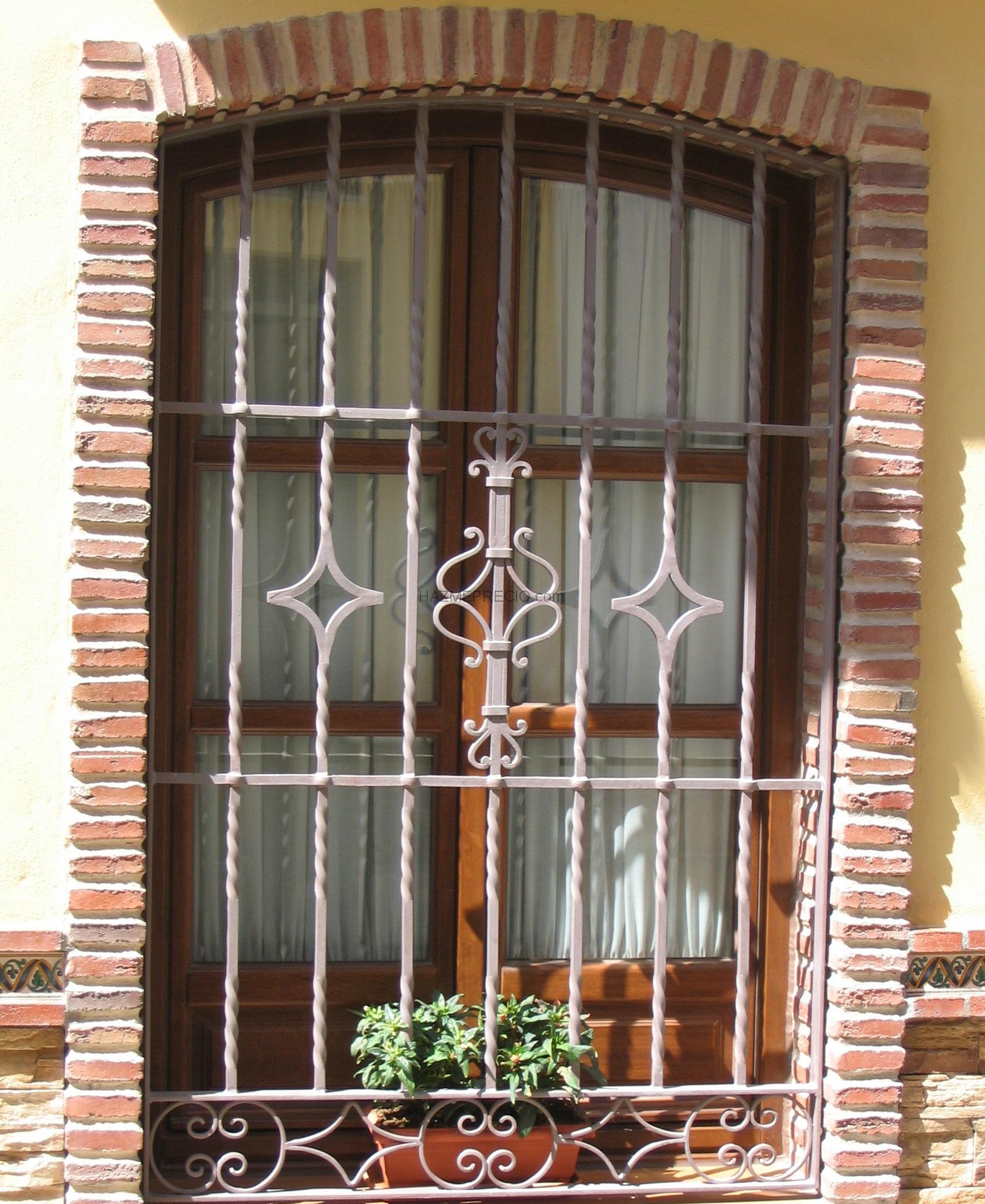Empresas de puertas en malaga for Puertas metalicas malaga