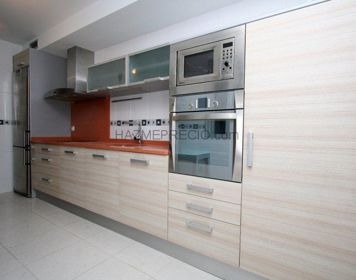 Muebles de cocina en madera clara ideas for Muebles de cocina talavera de la reina
