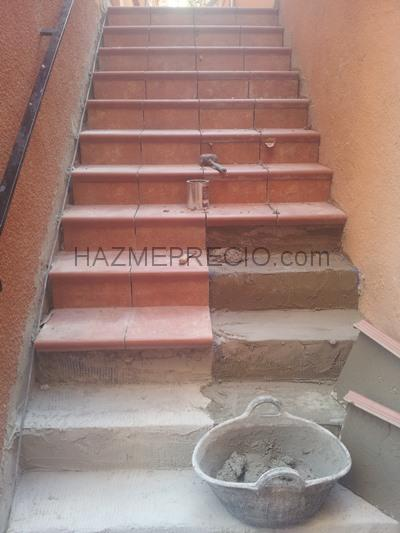 Cambiar suelos para arreglar humedades de pasillos en - Gres para escaleras ...