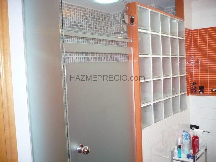 Cuartos De Baño Con Ducha Fotos: de cuarto de baño con plato de ducha, mampara y pared de paves