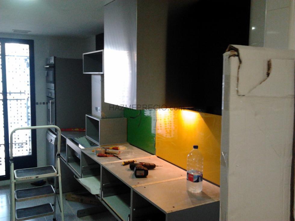 Montaje muebles de cocina valencia for Colgar microondas cocina