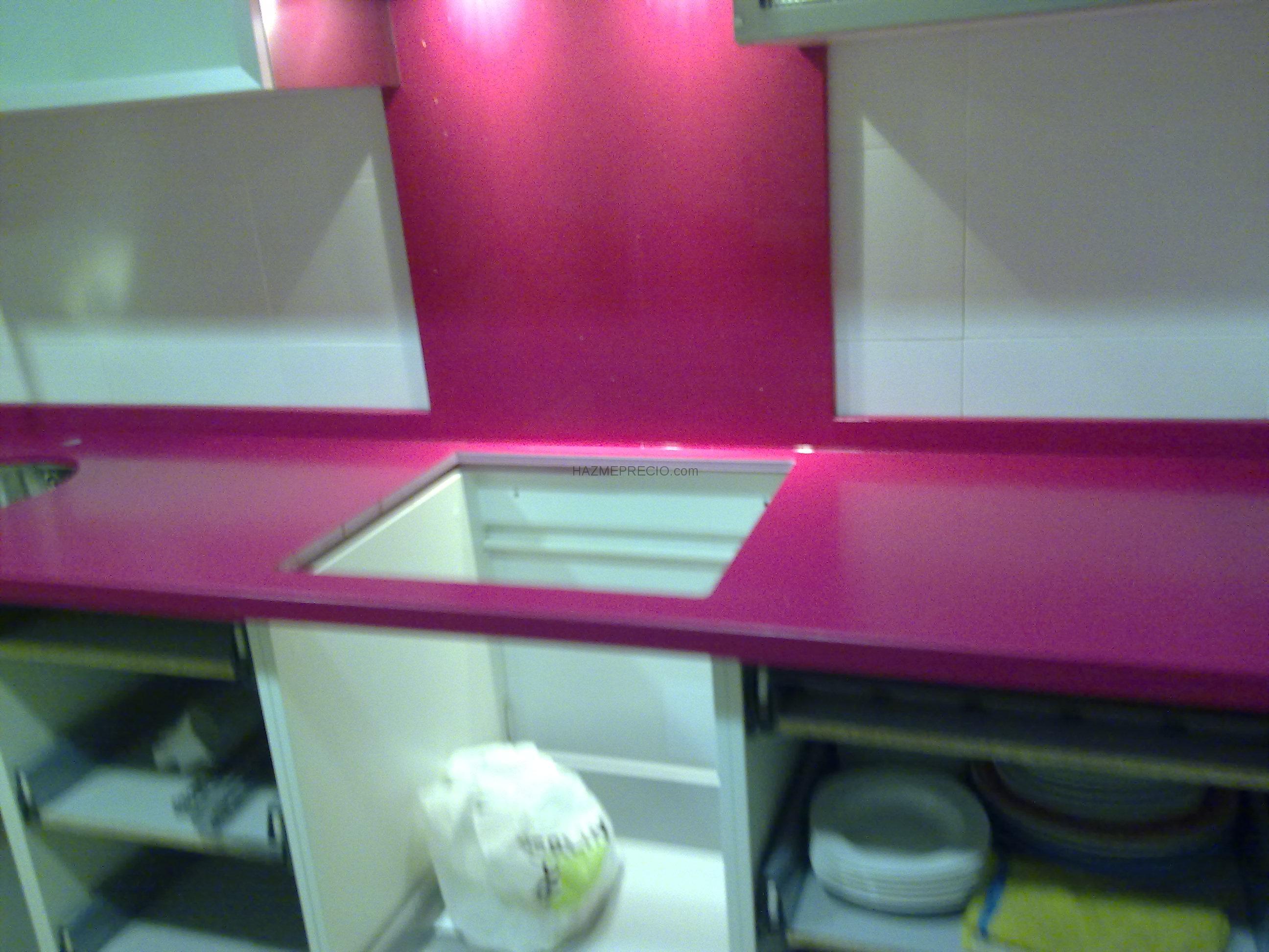 Bancada de cocina en compac fucsia montserrat valencia - Colores encimeras compac ...
