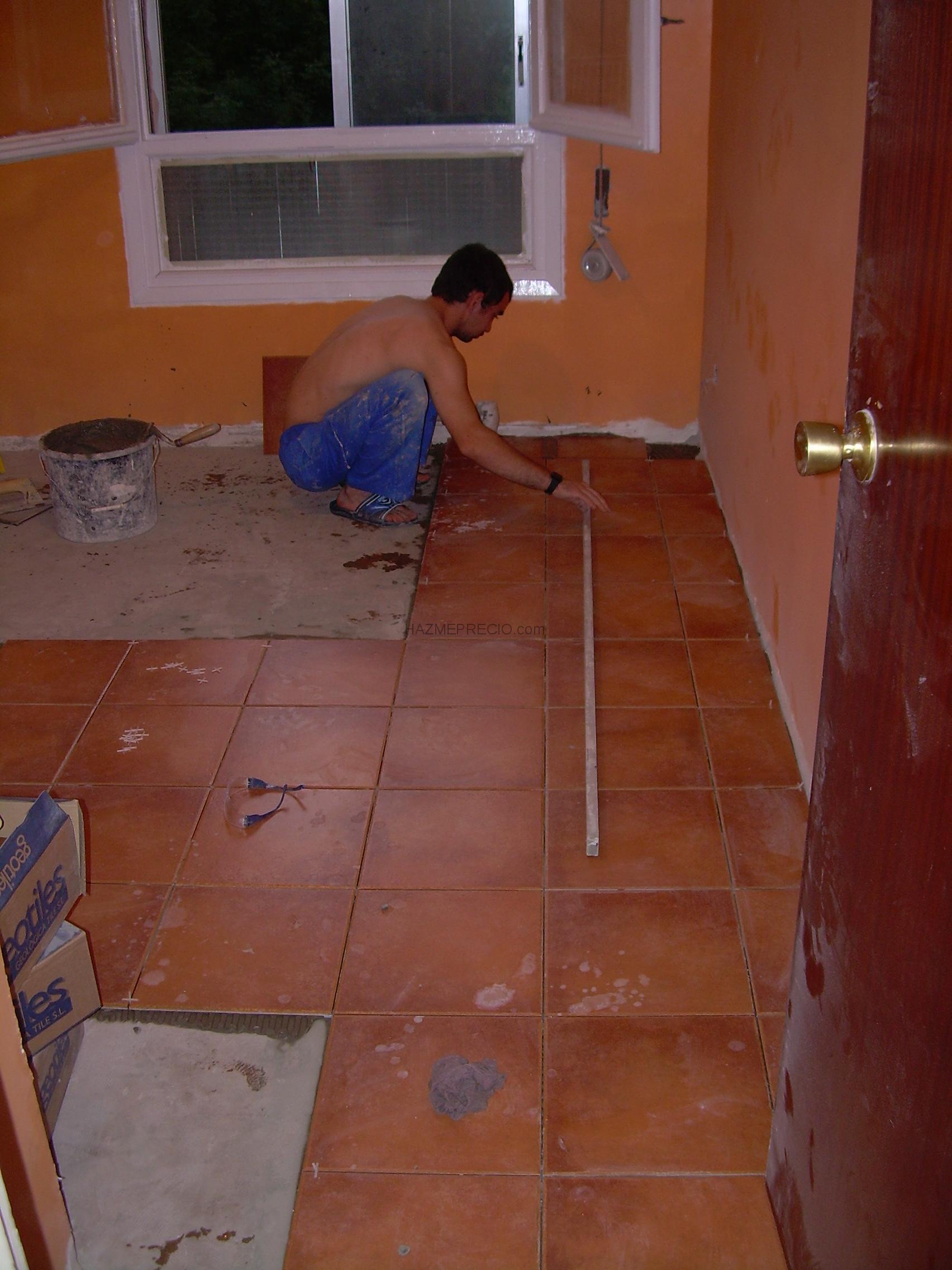 Reforma de suelo de una sala en una vivienda irun - Colocar baldosas suelo ...