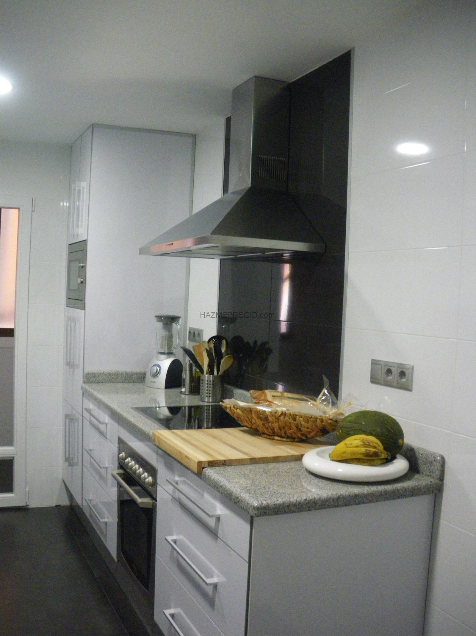 Reforma integral de baños y cocina de una vivienda en San Vicente del