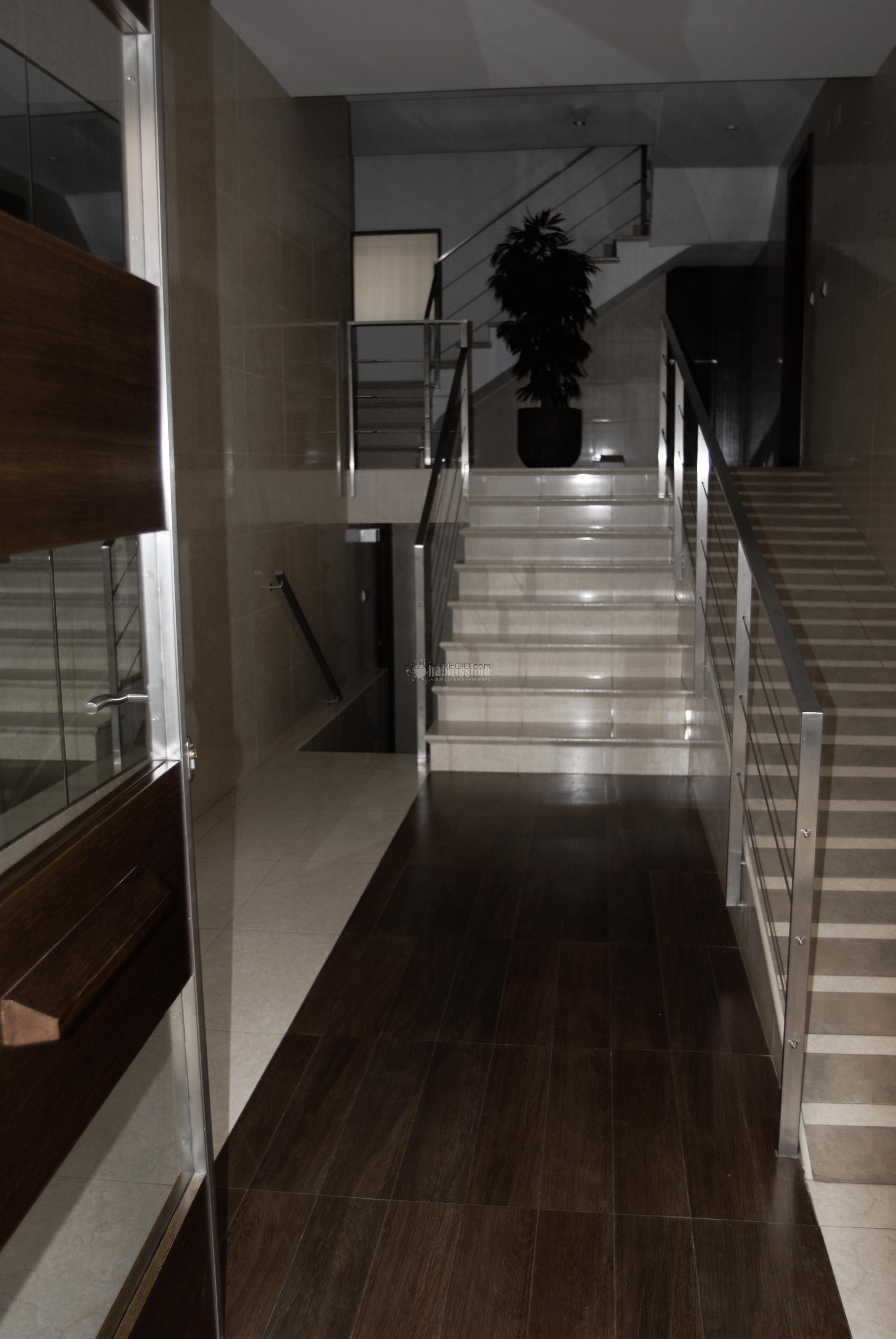 Mantenimiento de limpieza de comunidades de propietarios for Apliques para escaleras de comunidad