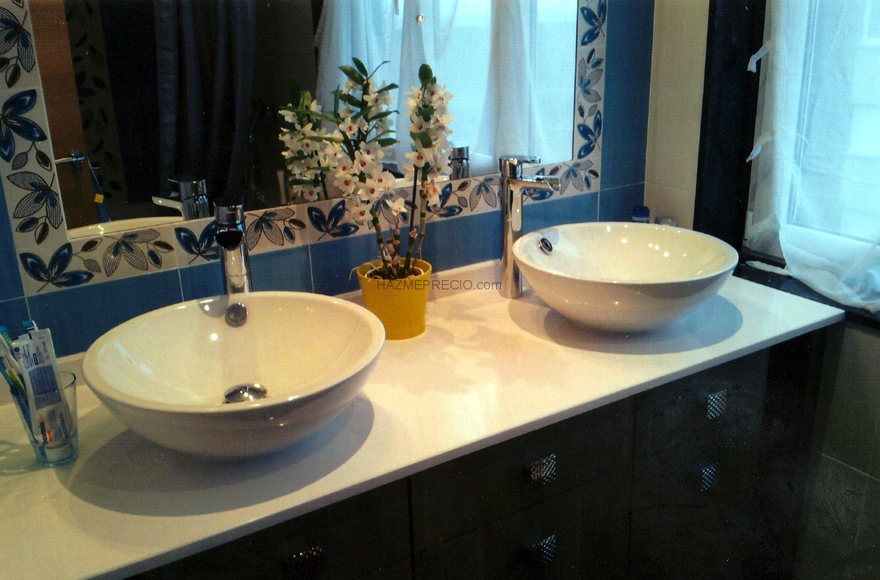 encimera lavabo integrado muebles de lavabo a medida bao con armarios altos a medida