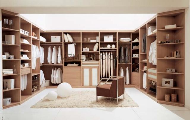 Baños Vestidores Empleados: puertas, armarios ,vestidores y pergolas en Peal de Becerro:Vestidor