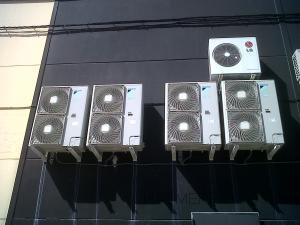 Montaje de maquinas de cassette marca daikin de 12.00frig inverter en tiendas de franquicia adidas