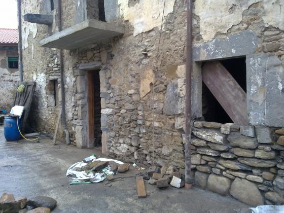 Piedra de silleria , mamposteria , irregular etc......( casa unifamiliar construida en Cantabria )