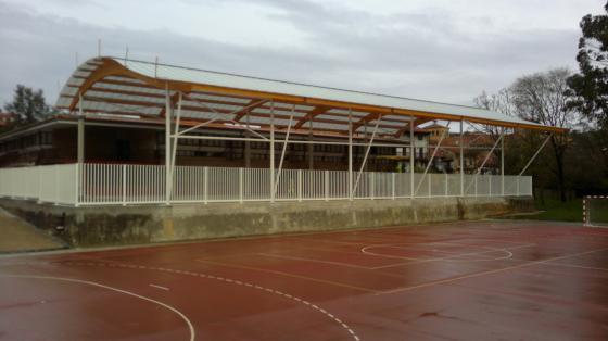 cubierta pista deportiva en Santillana del Mar
