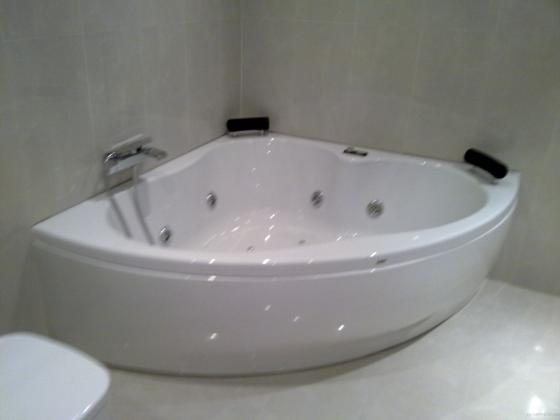 bañera colocada de hidromasaje