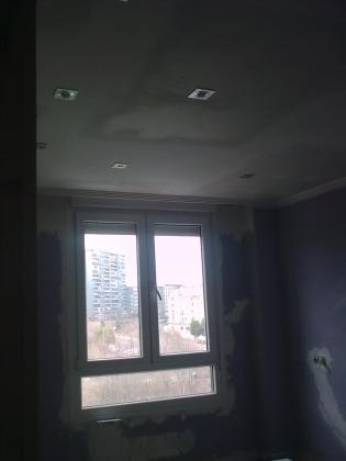 techo y alogenos en salon