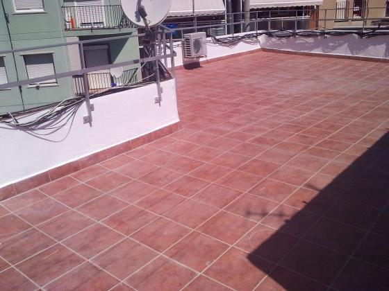 Terraza impermeabilizada y gres exteriores.