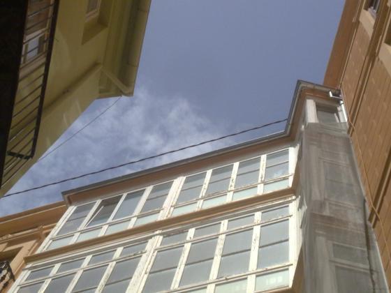 Colocación de canalón de zinc en fachada