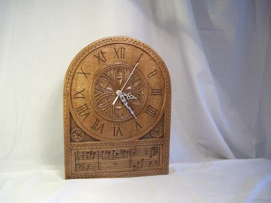 Reloj de encargo tallado
