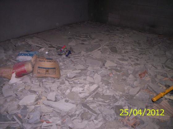 Demolición de suelo y limpieza.