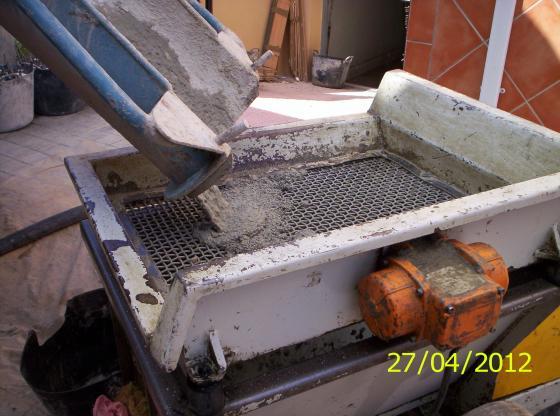 Máquina estática de vertido mortero.