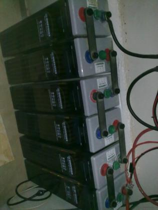 Baterías Instalación Fotovoltaica aislada a red.
