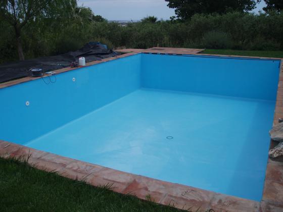 Impermeabilización de antigua piscina agrietada.