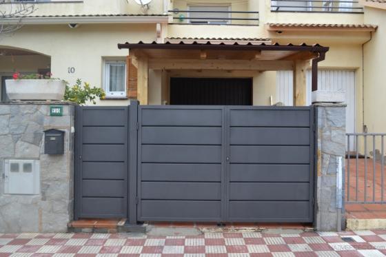 Puertas Esparreguera con lama de cuchara. Acabado forja.