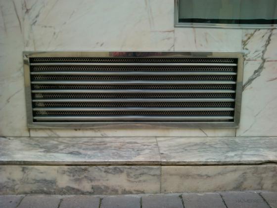 Reja ventilación inox en Barcelona.