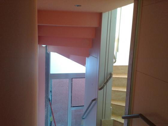 Falso techo en hueco de escalera