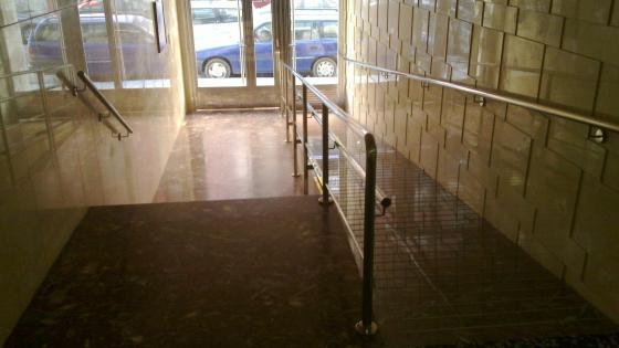 Rampa accesibilidad patio en Zaragoza