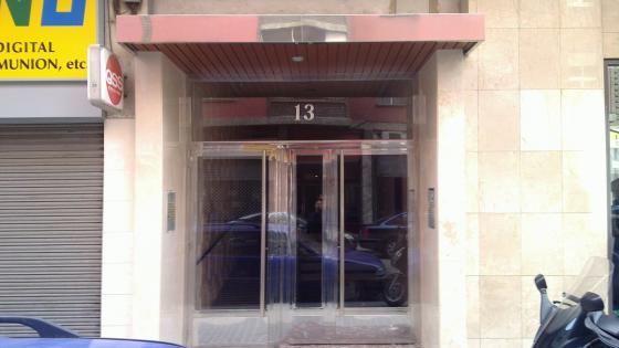 Puerta doble acceso patio en Zaragoza