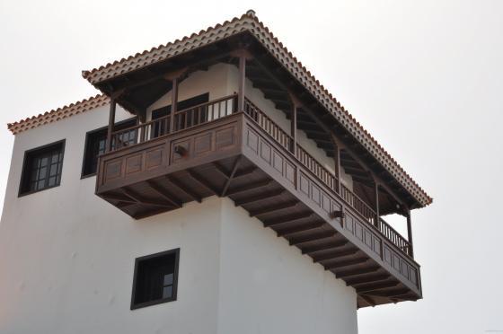 Reforma integral de balcón de madera.