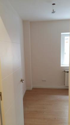 Techo pladur, tarima, colocacion puerta, alisado paredes y cambio ventana