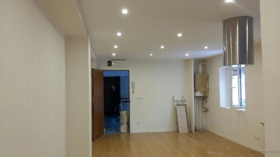 Techo pladur, tarima, colocacion ventanas y puertas, caldera y radiadores, alisado paredes y colocacion campana colgada.