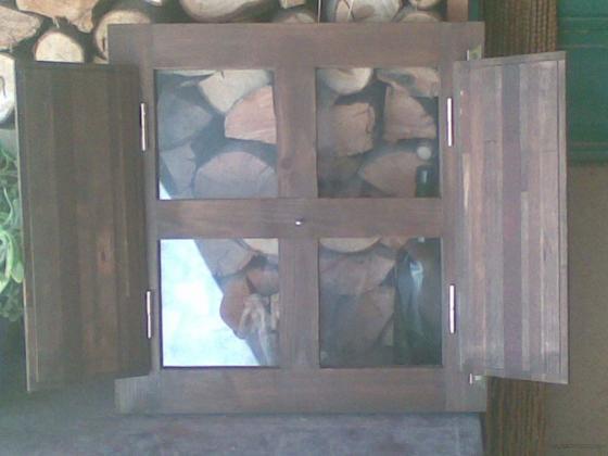 Reproducción de ventanuco antiguo