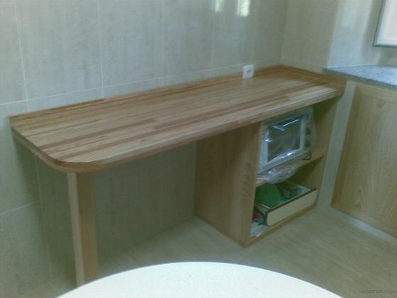 Auxiliar cocina, con meseta de madera laminada de castaño