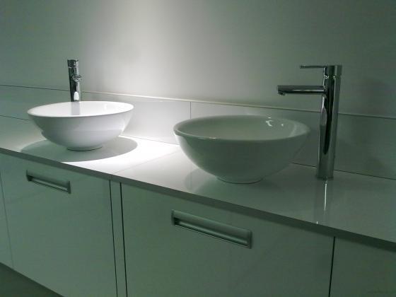Instalacion lavabos en peluqueria Aires