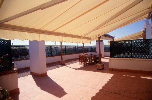 ceramica en terraza e instalacion de toldo