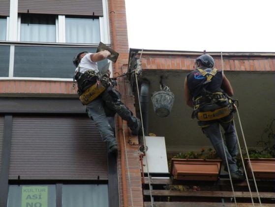 Trabajos verticales en tejados , fachadas ....