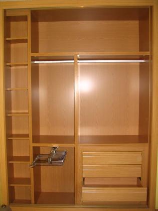 Eduardo vazquez carpintero 47160 portillo valladolid for Revestimiento de armarios empotrados