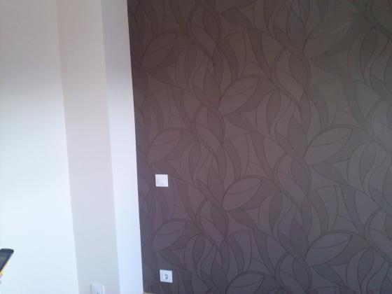 colocacion de papel con case en habitacion principal