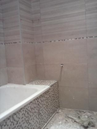baño en tonos madera