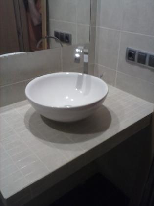 Reforma de baño completo, en C/ Rosa de Luxemburgo Tomares .