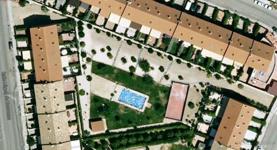 Distribución de espacio verde y creación de zona deportiva en urbanización privada.