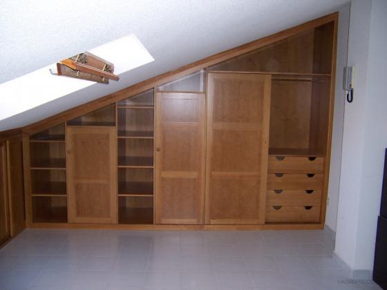Mueble en ángulo en buhardilla, tipo armario