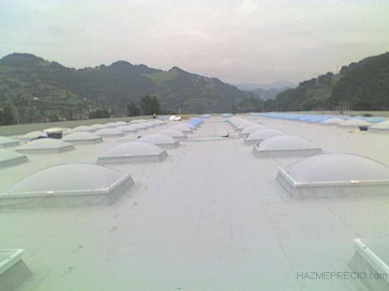 Cubierta metálica impermeabilizada con lucernarios