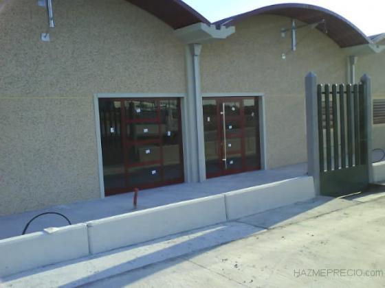 Puertas entrada nave industrial