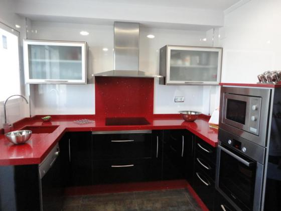 Cocinas juan martinez 23640 torre del campo jaen - Cocina blanca encimera negra ...