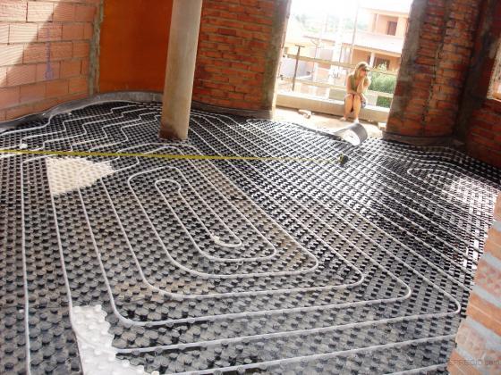 Calefacción por suelo radiante con tubo de agua