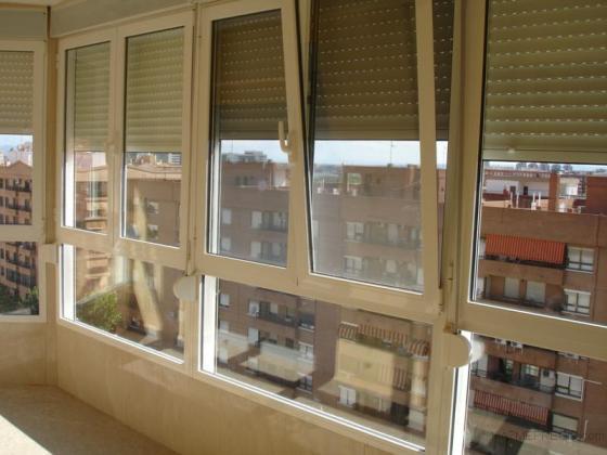 balconada oscilobatiente